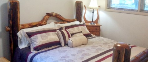 McKenzie River Vacation Home and Cabin Rental - king bed